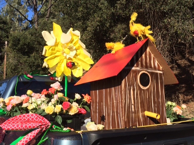 Handmade floats are artistic creations of Pinedorado Parade participants.